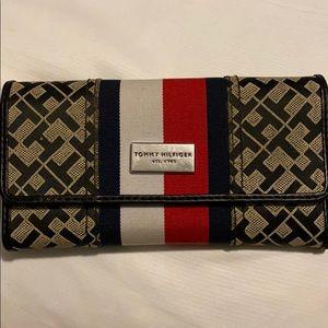 Tommy Hilfiger Women's Trifold Wallet